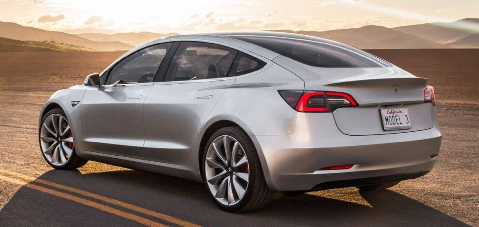 Електромобілі Тесла задовольняють власників більше за інші авто. Фото: autolifttech.net