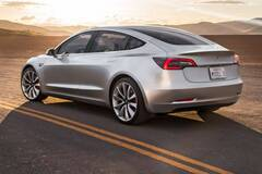 Электромобили Тесла удовлетворяют владельцев больше других авто. Фото: autolifttech.net