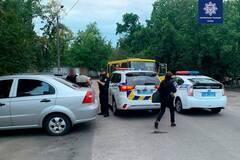В Киеве молодые люди украли маршрутку, покатались и сбежали