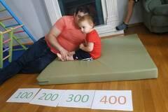 Годовалый мальчик из Киева побил рекорд Украины, сделав 430 упражнений на пресс