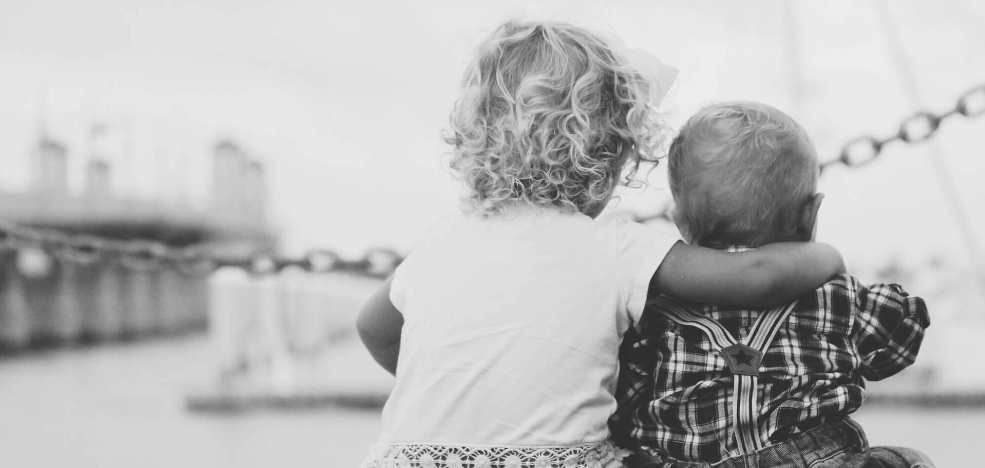 Чому обійми важливі для людей: психологиня назвала причини. Джерело: Репортер