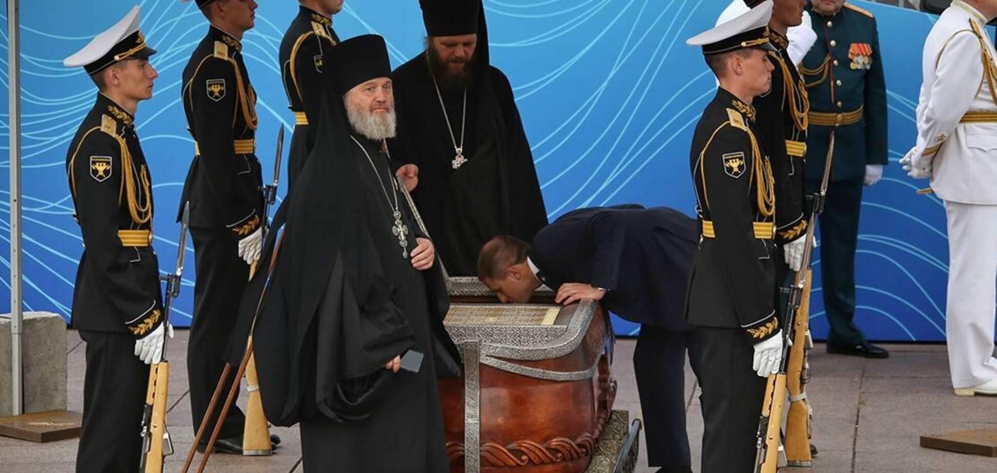 У Пітері на параді до Дня ВМФ виставили труну з останками адмірала Ушакова. Джерело: Фонтанка