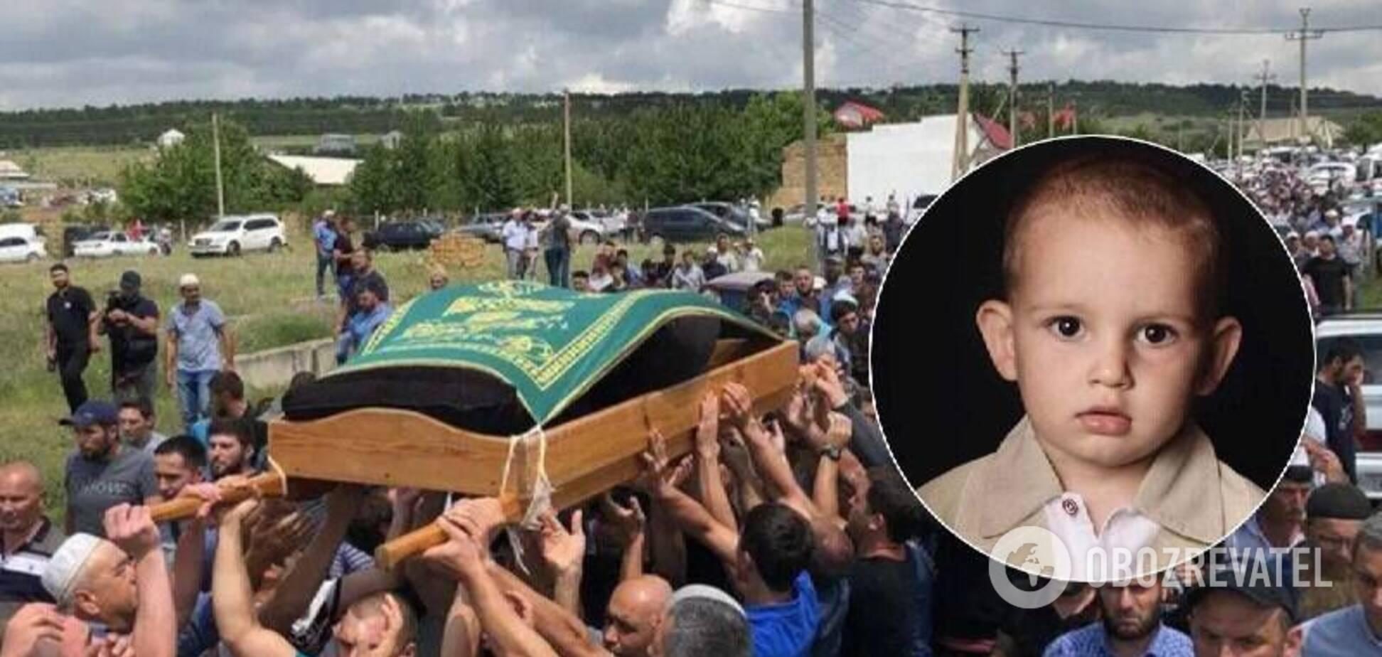 У Криму попрощались із загиблим сином політв'язня Сулейманова. Відео