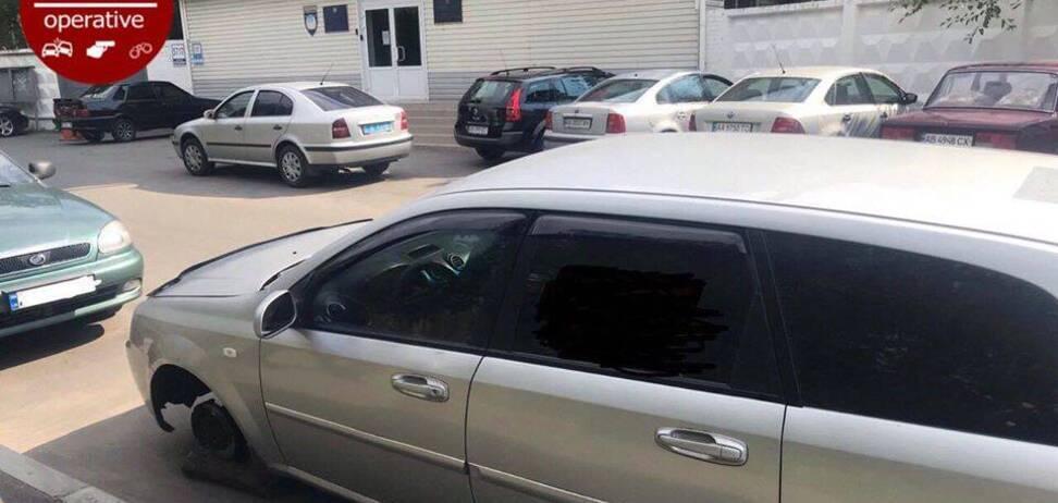 В Киеве авто обокрали прямо под отделом полиции