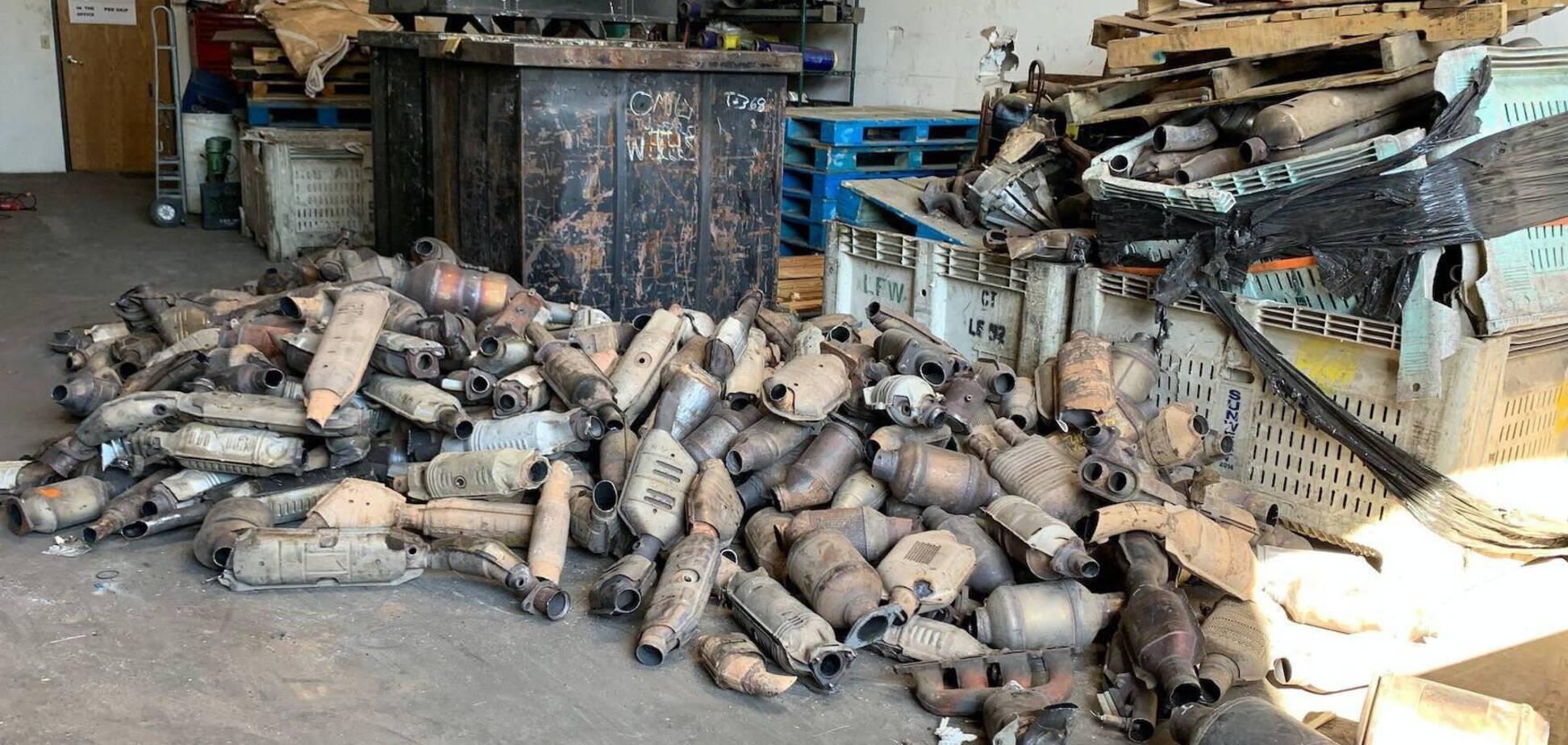Полиция обнаружила склад с ворованными запчастями. Фото: drom.ru