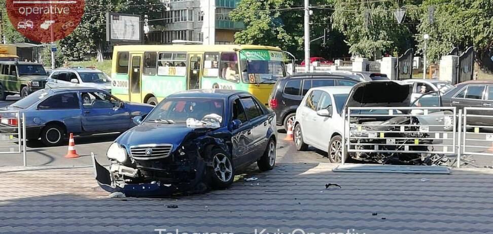 В Киеве под Министерством обороны случилось серьезное ДТП