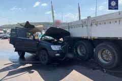 В Киеве в ДТП столкнулись грузовик и внедорожник