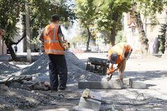 На вулицях Дніпра оновлюють паркувальний простір