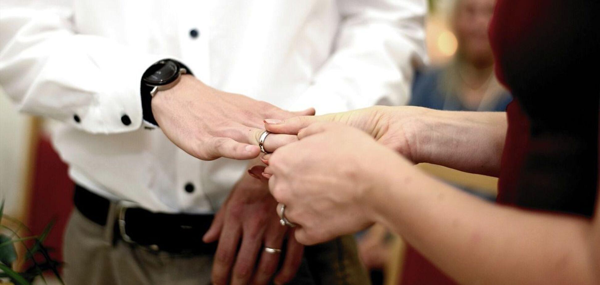 Як дівчата робили чоловікам пропозицію руки й серця: цікаві історії