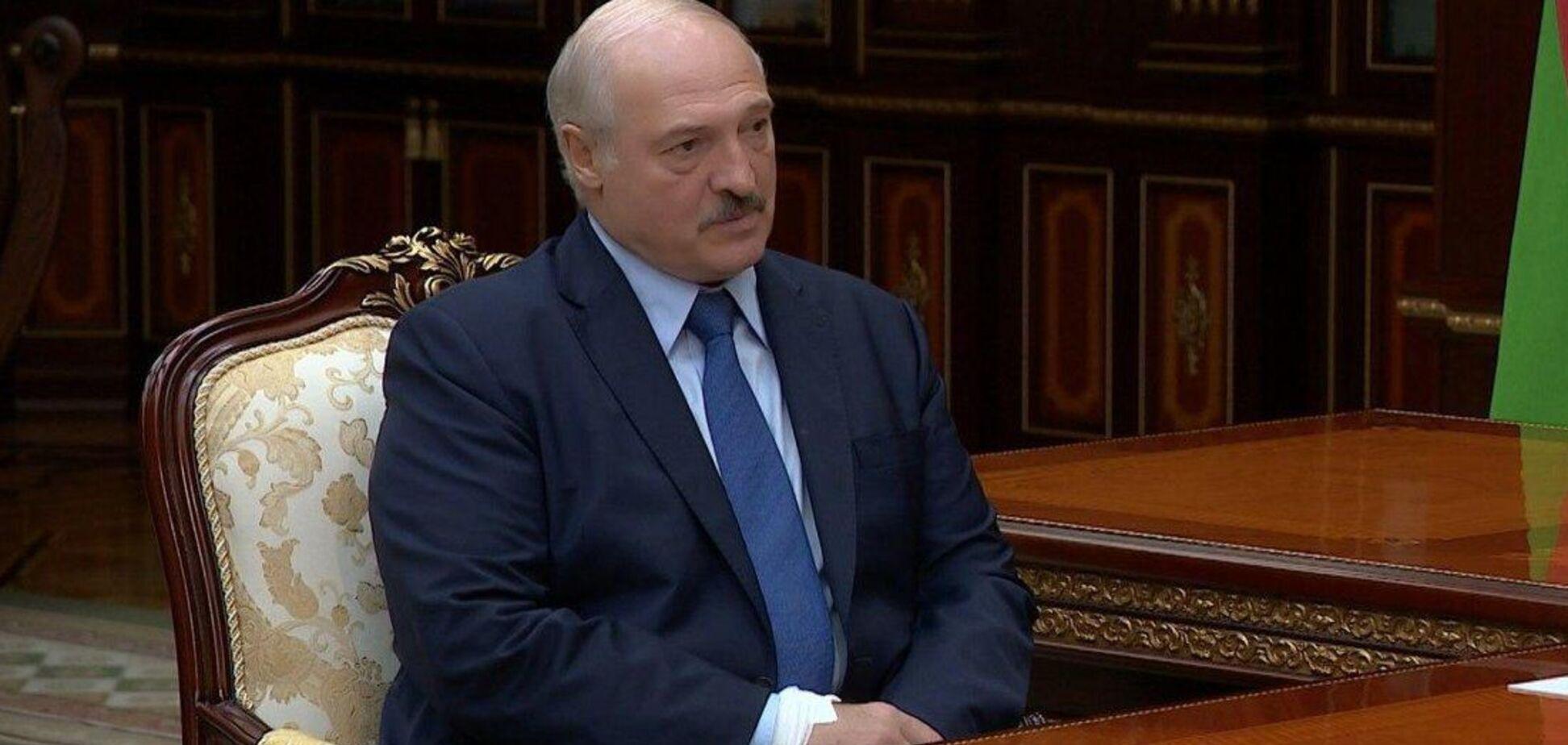 На руці президента Білорусі помітили дивну пов'язку