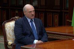 На руке президента Беларуси заметили странную повязку