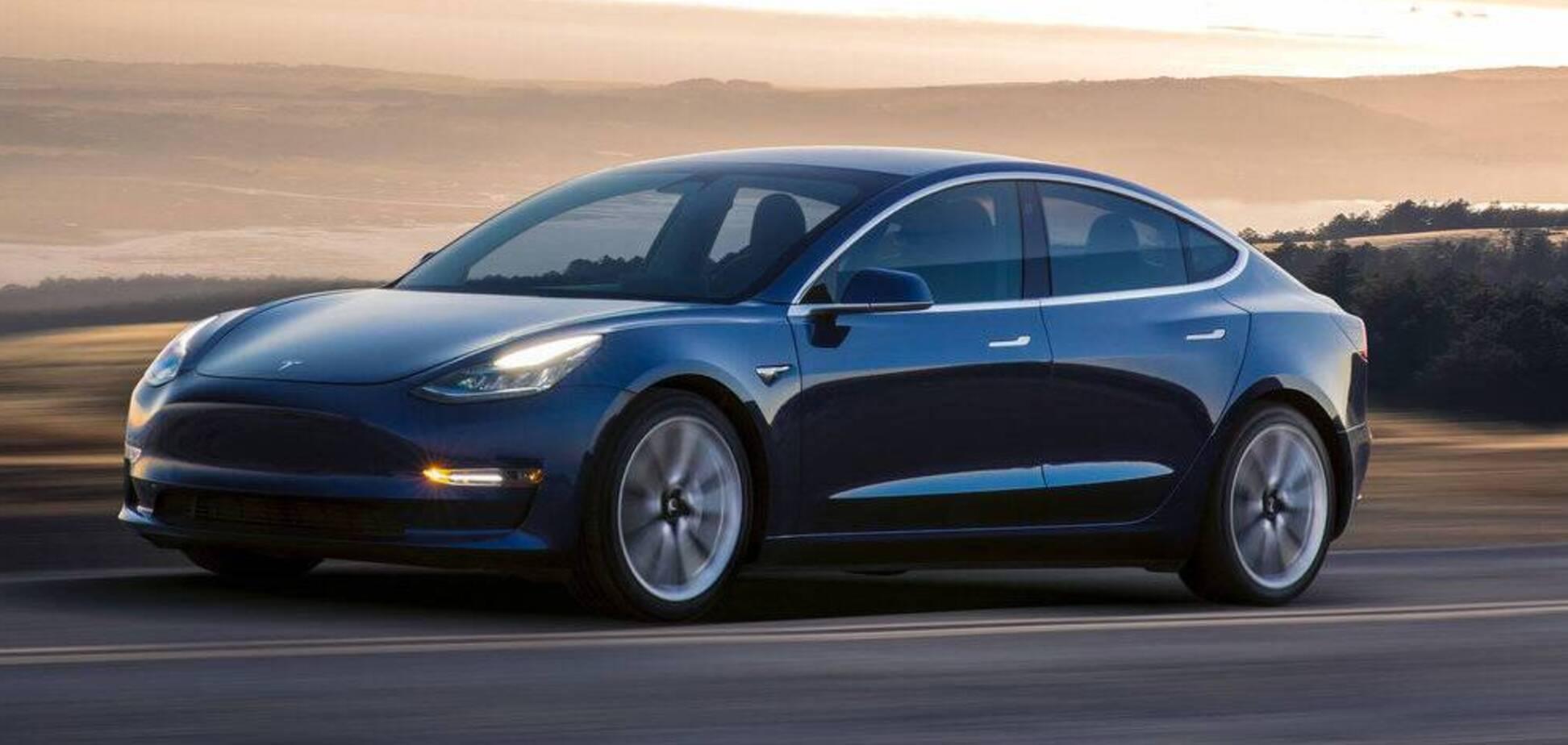 На даний момент найбільш доступним електрокаром компанії є Tesla Model 3. Фото: Tesla