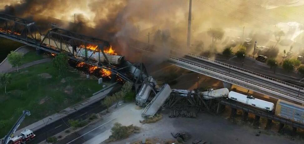 Поезд сошел с рельсов в городе Темпе