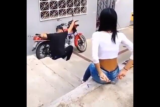 'Двигатель стучит': девушка забавно разыграла парня