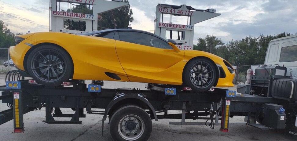 Суперкар McLaren отправили на штрафстоянку. Фото: Киев Автомобильный в Facebook