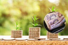 Українців чекають три складних роки: якими будуть зарплати, пенсії та ціни