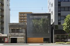 Жизнь на виду? Японские архитекторы построили дом из стеклянных кирпичей. Фото