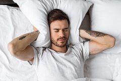 Как перестать думать о стыдных моментах перед сном: названы способы