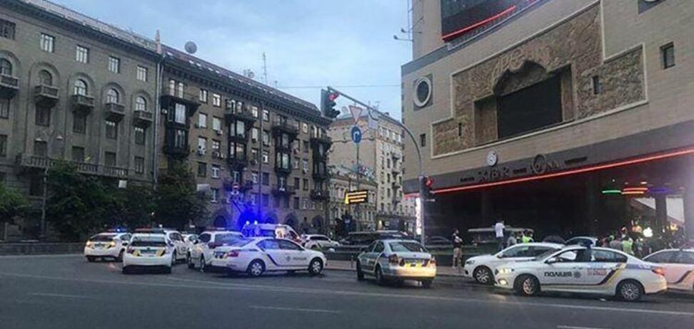 Перерезали горло: очевидцы рассказали подробности массовой драки в центре Киева