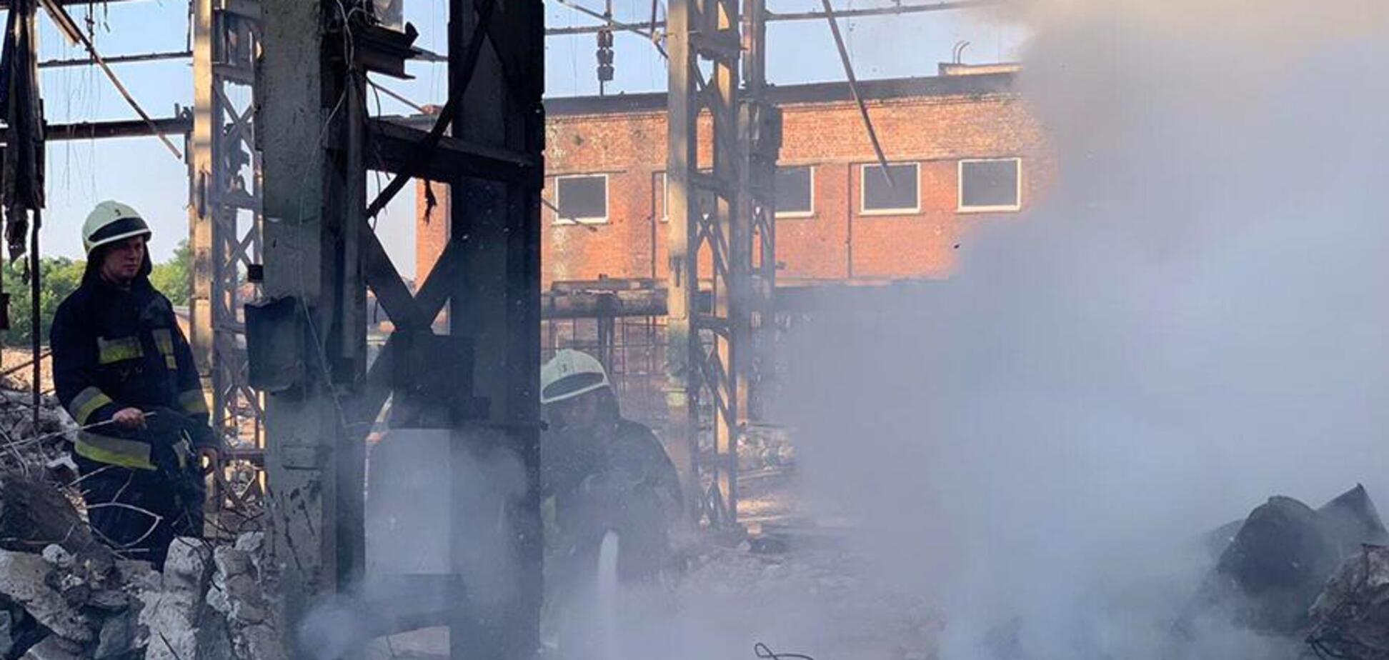У Дніпрі 9 рятувальників гасили пожежу в покинутій будівлі