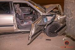 В Днепре Mazda въехала в стелу автозаправки: пострадали двое