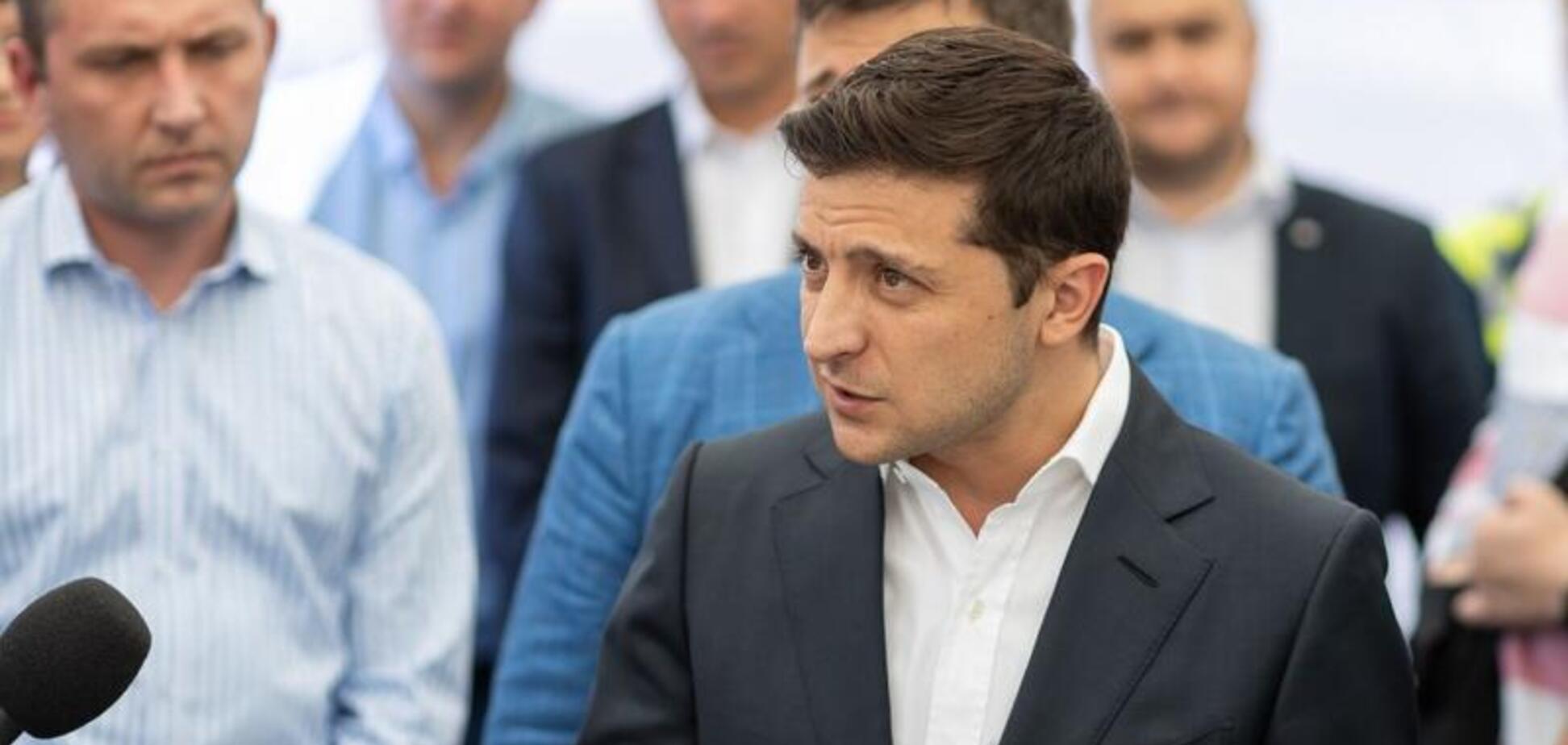 Зеленский в Южном убегал от журналистов и уверял, что не пытается посадить Порошенко