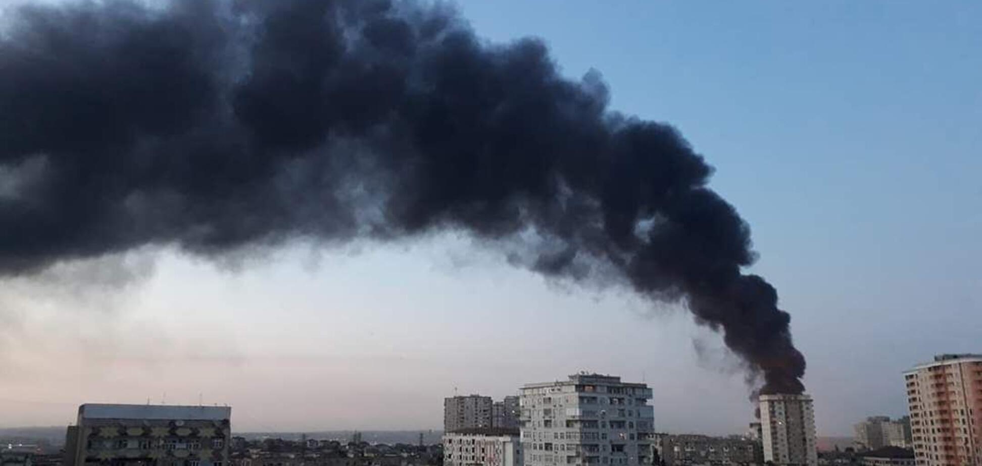 Пожар на фабрике в Баку