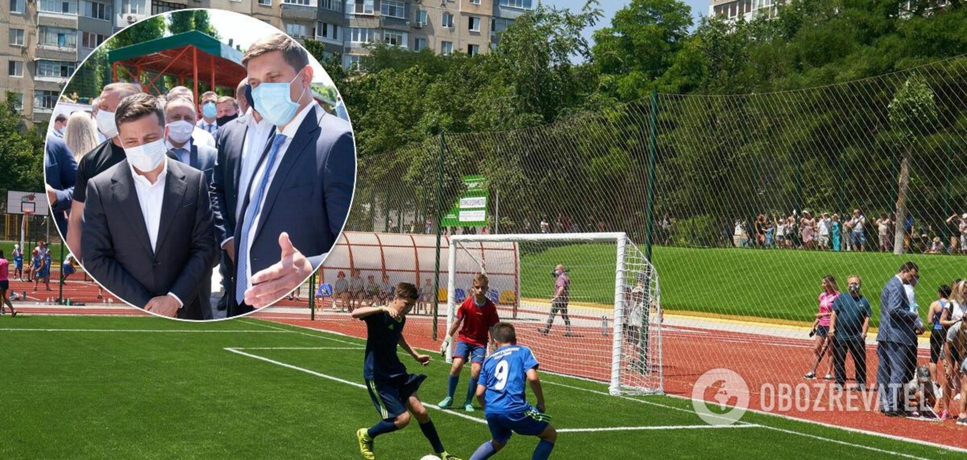 Зеленскому на Одесщине помогли 'специально обученные люди'. Фото курьеза