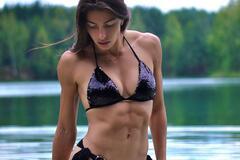 Марина Бех виклала спокусливе відео в мокрому купальнику