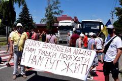 Жители села Атаки в шестой раз перекрыли трассу национального значения