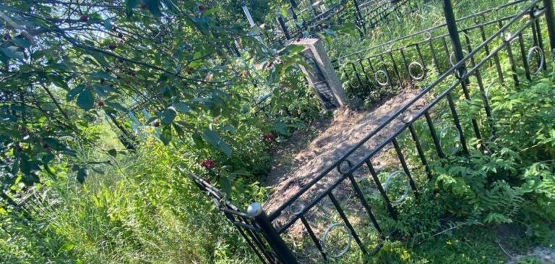 На Київщині на цвинтарі намагалися заховати тіло вбитого чоловіка
