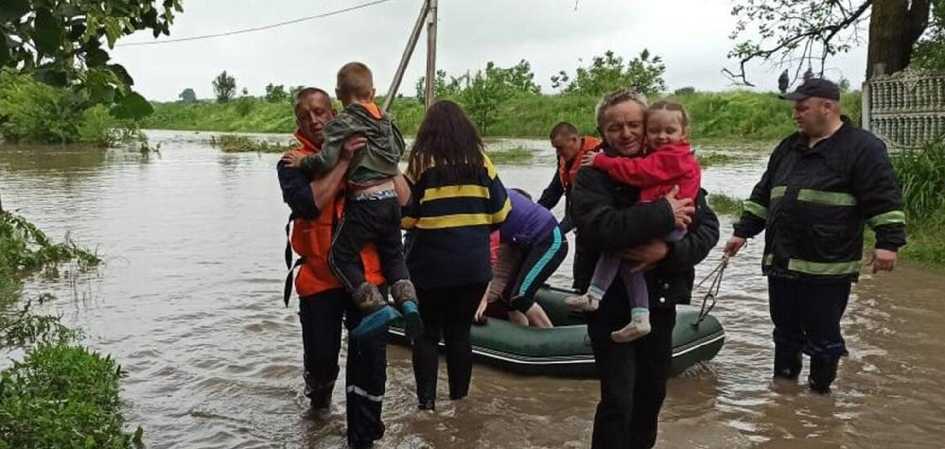 На Прикарпатье разгорелся скандал из-за выплат жертвам наводнения
