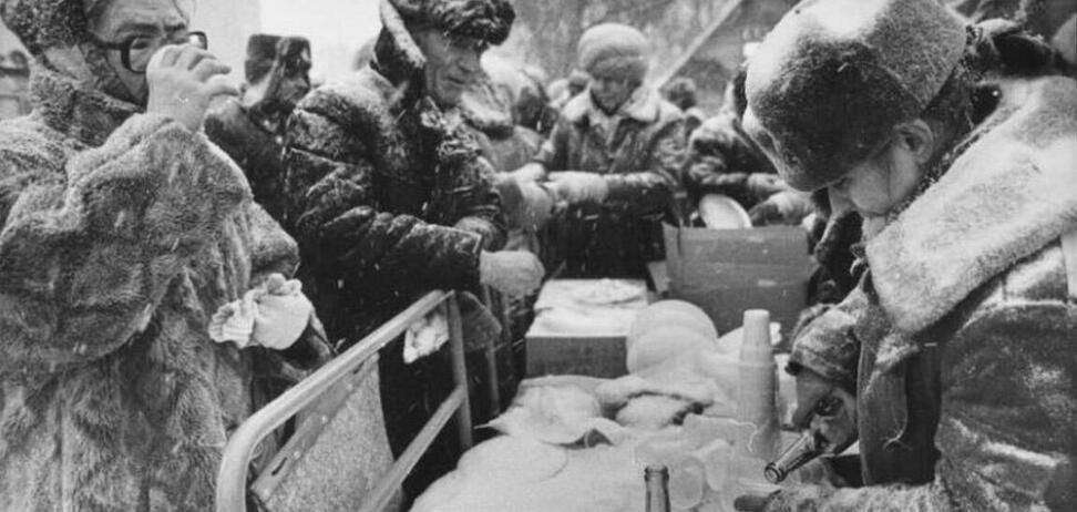 'Сообразим на троих?': типичные фразы советского человека