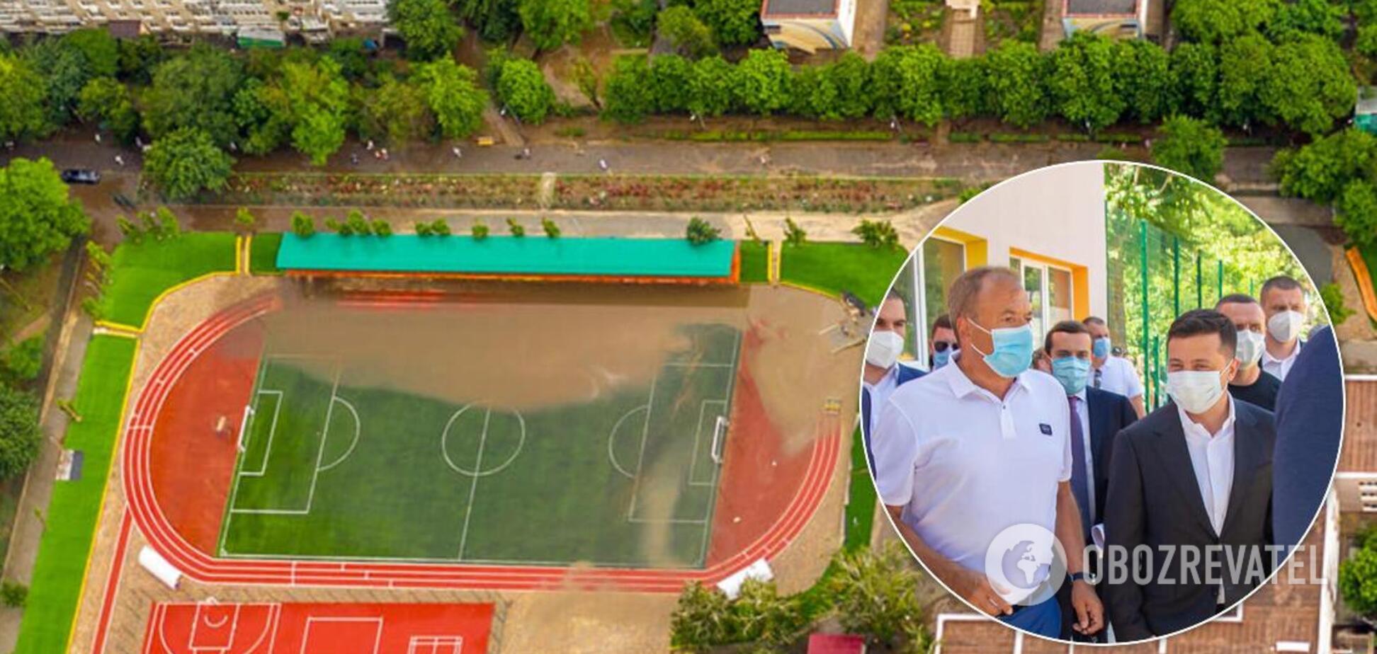 Затоплений стадіон на Одещині, відкритий Зеленським, виявився фейком: фото 'відфотошопили'