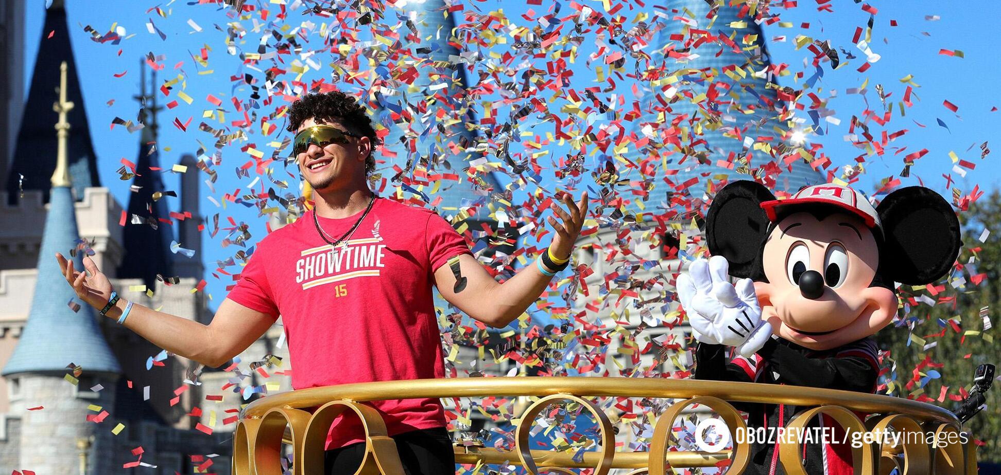 Патрик Махоумс празднует победу в Супербоуле-2020