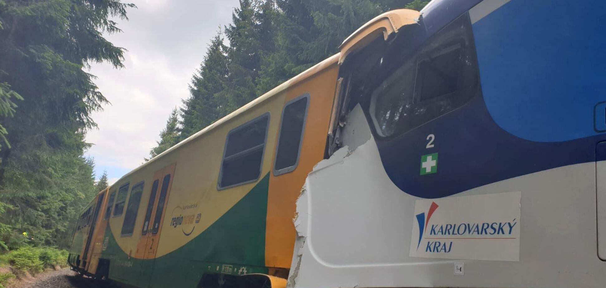 У Чехії пасажирські потяги зіткнулися лоб у лоб