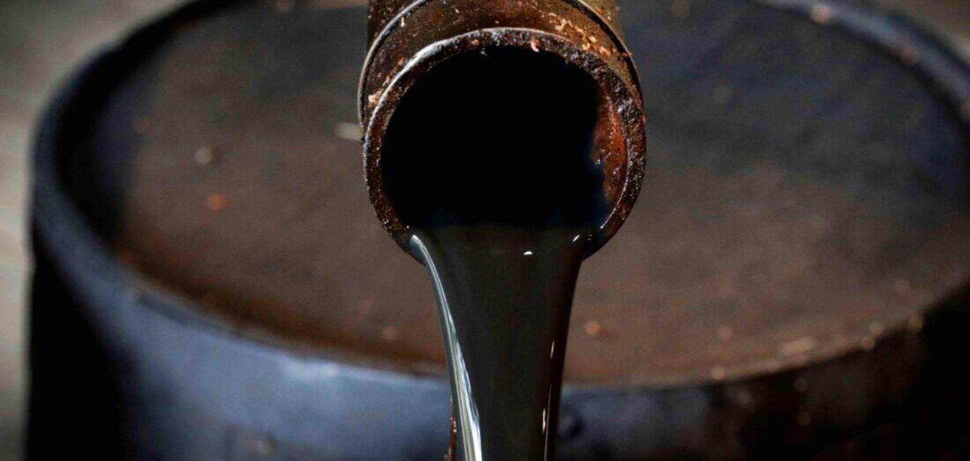Доходи Росії від продажу нафти впали майже втричі