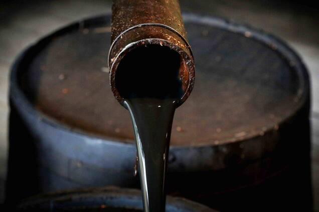 Доходы России от продажи нефти упали почти в 3 раза