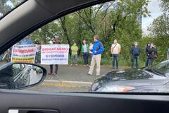 У Києві інвестори недобудов Войцеховського перекрили Броварський проспект. Фото