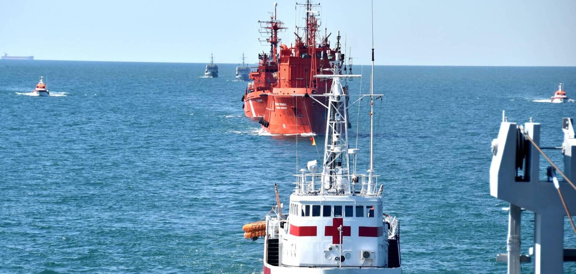 Військові судна рухаються Чорним морем