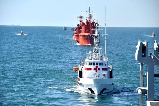 Военные суда движутся Черным морем