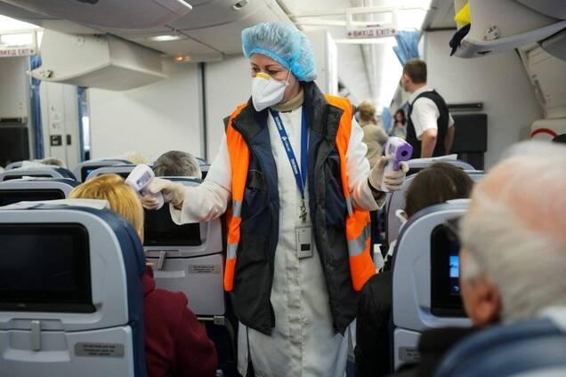 Вчений вважає COVID-19 в літаках небезпечнішим за авіакатастрофи в 79 разів