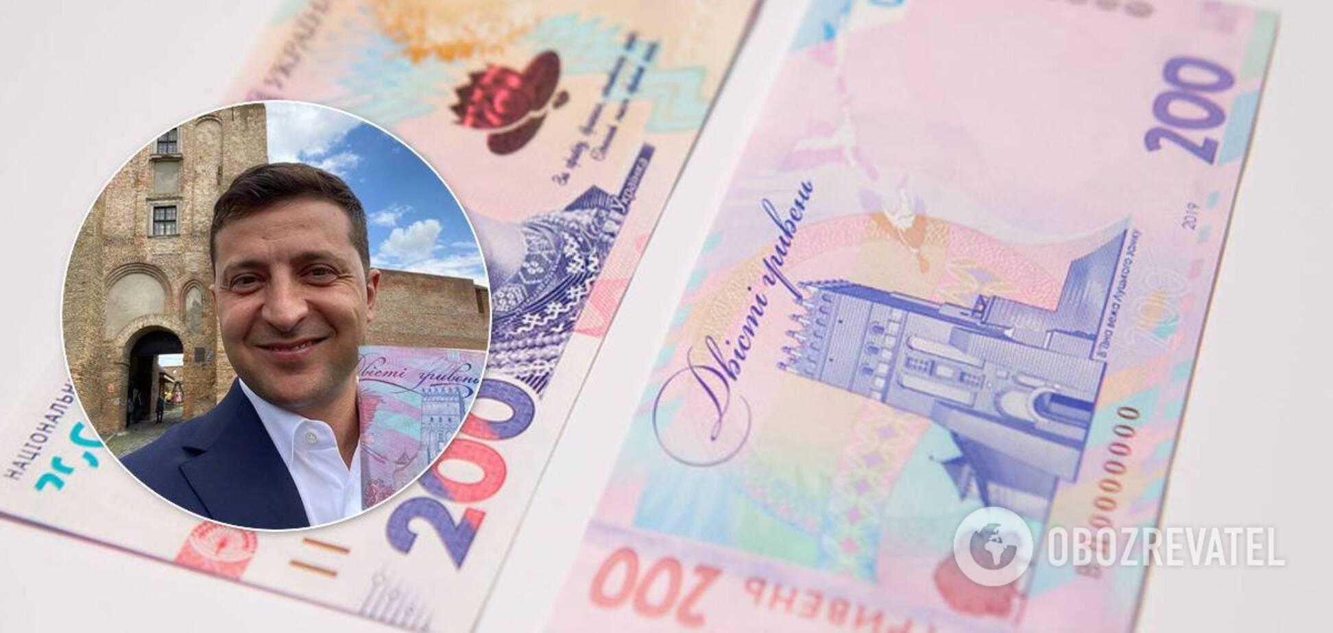 Володимир Зеленський зробив селфі з 200-гривневою купюрою