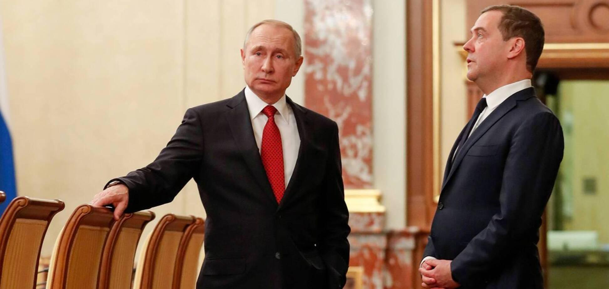 Медведев заявил, что регулярно встречается с Путиным