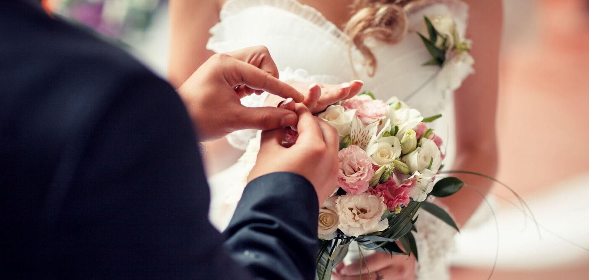 У мережі висміяли весільну сукню нареченої через дивну деталь на сідницях