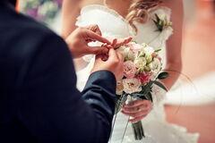 В сети высмеяли свадебное платье невесты через странную деталь на ягодицах