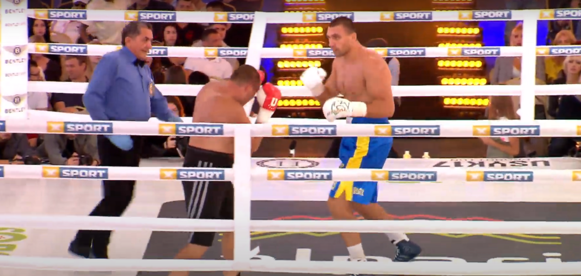 Скандальный украинский боксер добыл победу нокаутом на первом шоу Усика