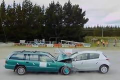 Какое авто лучше защищает при ДТП: старое большое или новое маленькое