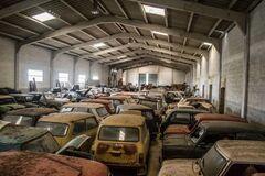 Минимум 50 автомобилей Mini ржавеют на складе. Фото: carakoom.com