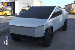 Украинцы самостоятельно построили Tesla Cybertruck. Скриншот видео